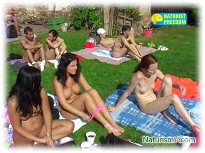 Семья на Ферме / Family at Farm (Naturist Freedom)