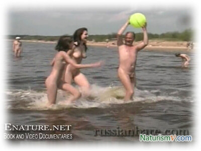 Веселье на Пляже / Fun at the Beach (Enature.net. RussianBare.com)